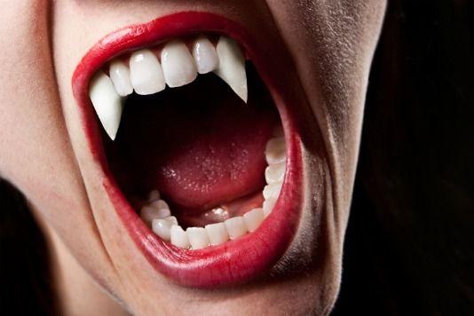 vampire-fangs-halloween
